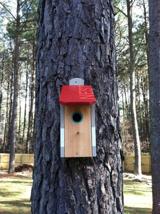 red roof nest birdhouse